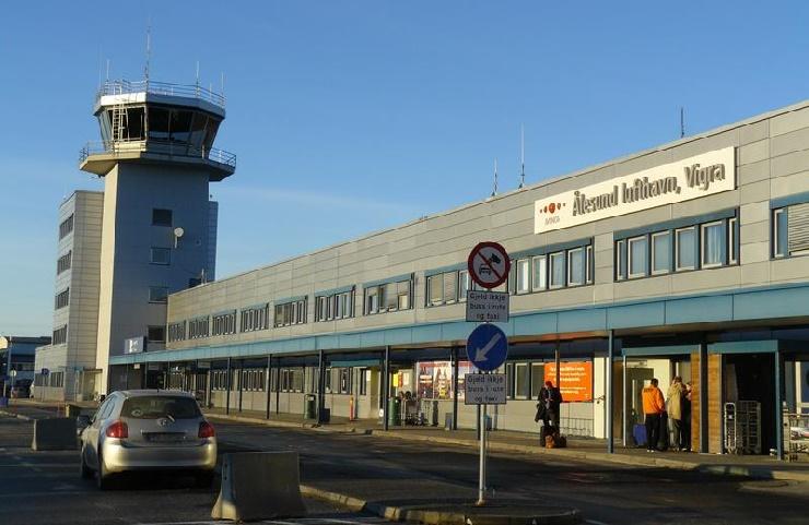 Aelesund Airport
